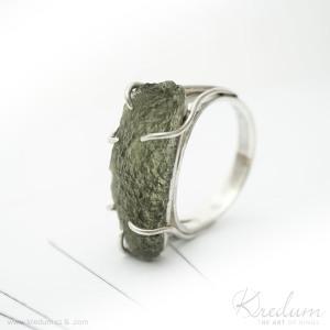 Osazení do krapen: stříbrný prsten s vltavínem, velikost 60, tloušťka prstenu cca 1,1-1,2mm - sk3392