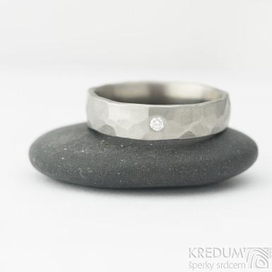 Natura titan matný a čirý diamant 3 mm do zlatého lůžka - kovaný snubní prsten