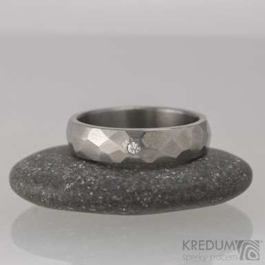 Rock titan lesklý a čirý diamant 1,7 mm - kovaný snubní prsten