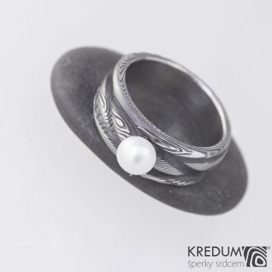 Víla vod a perla - dřevo - Zásnubní prsten nerezová ocel damasteel