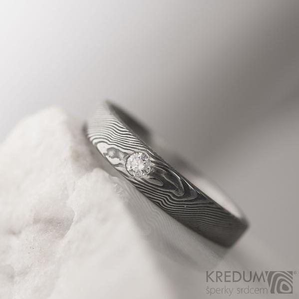 SIONA White a diamant 2 mm - struktura dřevo - Kovaný snubní prsten damateel