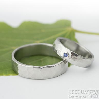 Natura světlá a broušený kámen (syntetický) do 3 mm do stříbra - světlý - kovaný snubní prsten z nerezové oceli