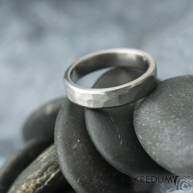 Natura line titan - matný - kovaný snubní prsten