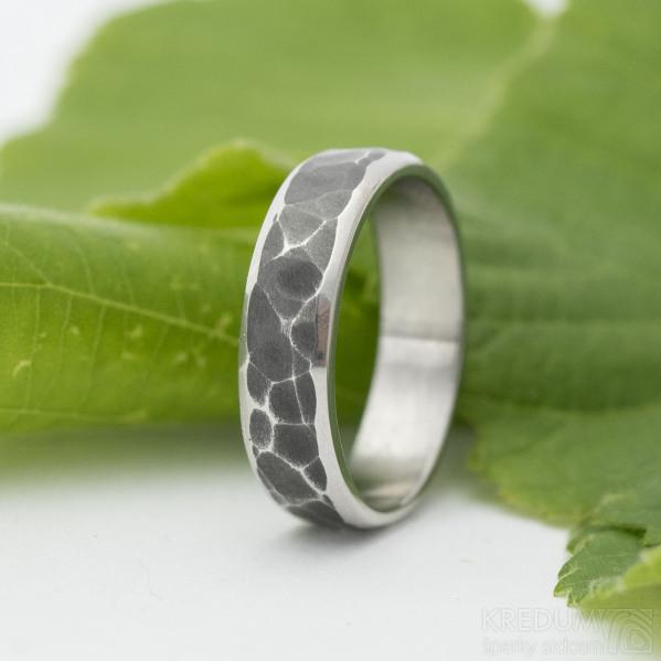 Draill line zatmavený - velikost 66, šířka 6 mm, tloušťka střední - Kovaný prsten z nerezové oceli - k 3200 (3)