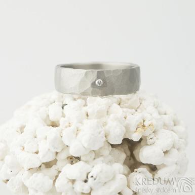Natura titan matný a čirý diamant 1,5 mm - kovaný snubní prsten