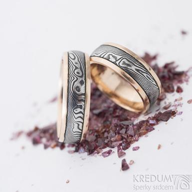 Kasiopea red - dřevo - Zlaté snubní prsteny a damasteel