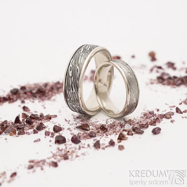 Kasiopea white voda 75 SV a TM, okraje 2x0,75 mm - dám 5 mm, pán6,5 mm - Kombinované snubní prsteny zlato a damatel