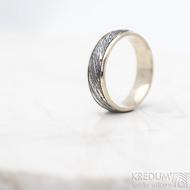 Kasiopea white - Zlatý snubní prsten a damasteel - velikost 57, šířka 5,5 mm, voda - extra TM, okraje hladké 2x0,75 -  SK1749 (3)