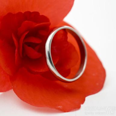 Prima nerez lesklý - kovaný snubní prsten - SK3074