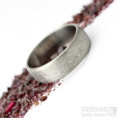 Prima titan line - hrubý mat - kovaný snubní prsten s leštěnými okraji