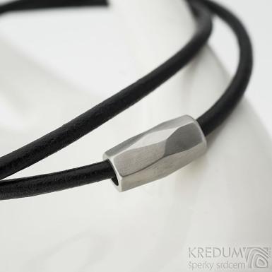 Korálek z nerezové oceli a kožená šňůrka s nerezovým zapínáním, SK2286