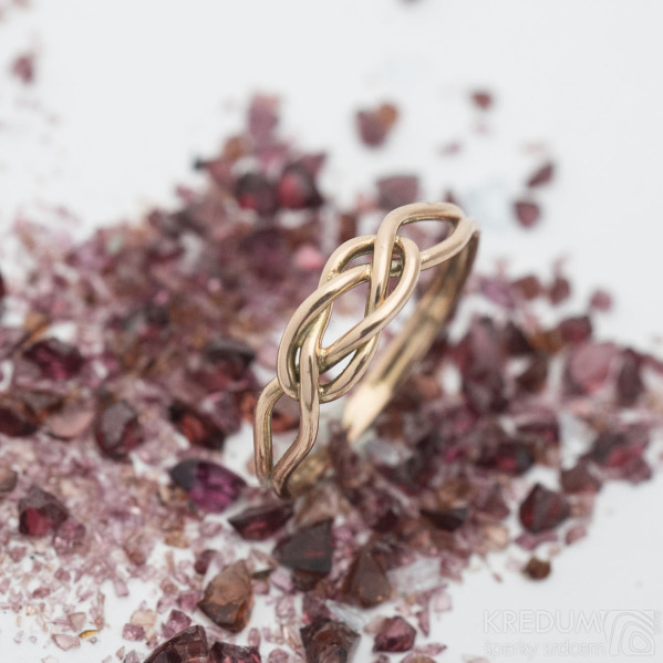Kuplung Red - Zlatý snubní prsten
