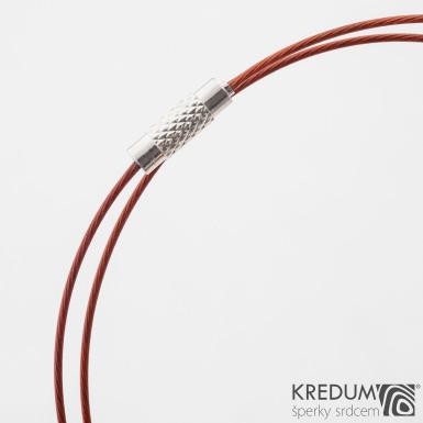 Červené nylonové lanko s ocelovou strunou - šroubovací uzávěr