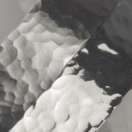 Spona do vlasů Linka s povrchem Draill - ukázka rozdílu mat a lesk