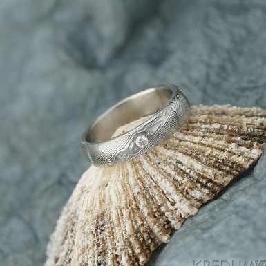 PRIMA a čirý diamant 2 mm - dřevo - Snubní prsten nerezová ocel damasteel
