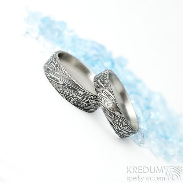 Prima a diamant 2 mm - šířka 5 mm a Prima - šířka 6 mm, oba dřevo lept 75 TM, vel 57, střední tl. profil F - Damasteel prsteny