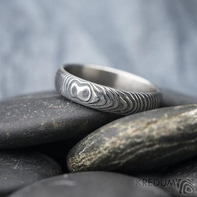 Prima - čárky - Snubní prsten damasteel, SK1618