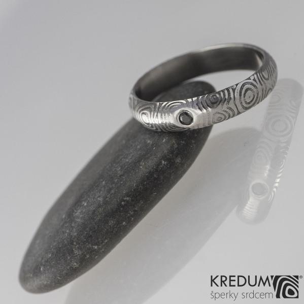 PRIMA - struktura kolečka + černý diamant 1,7 mm - Snubní prsten kovaná nerezová ocel damasteel