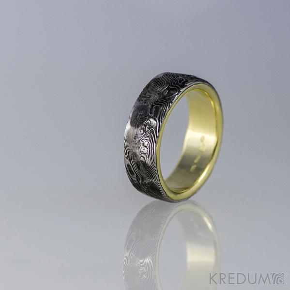 Orion Natura - Zlatý snubní prsten a damasteel - struktura dřevo, lept 100%
