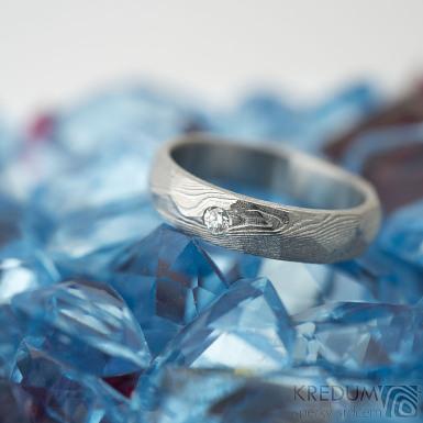 Rocksteel a čirý diamant 2 mm, dřevo - vel 49, š 4 mm, tl střední, 75% SV - Damasteel snubní prsteny - k 1485 (4)
