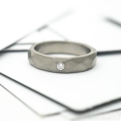 Rock titan a čirý diamant 2 mm - matný - kovaný snubní prsten z titanu - SK2148