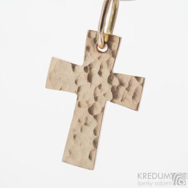 Tepaný křížek - přívěsek z červeného zlata SK3774