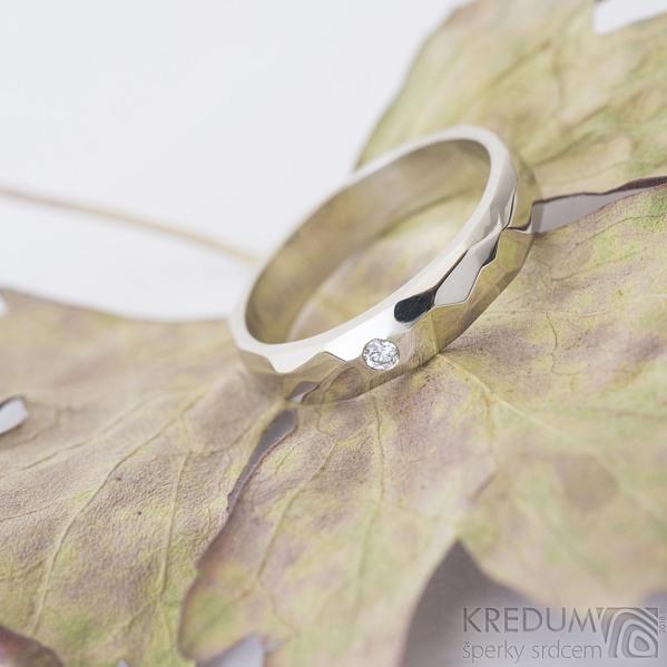 Skalák gold white a čirý diamant 2 mm - velikost 54, šířka 4 mm, tloušťka 1,6 mm, bílé zlato, lesklý - Zásnubní prsten - k 2467