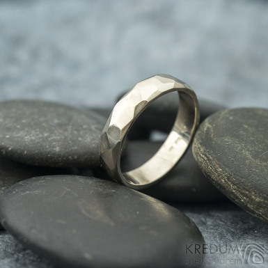 Rock gold white - lesklý - zlatý snubní prsten SK2058