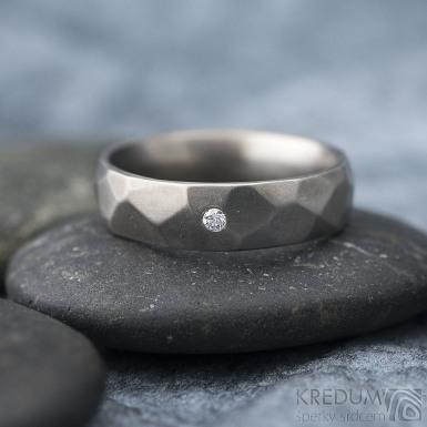 Rock titan matný a čirý diamant 1,7 mm - kovaný snubní prsten
