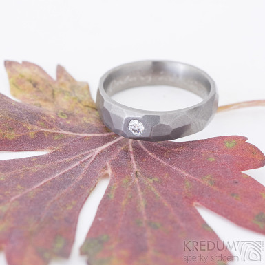 Rock titan matný a čirý diamant 2,7 mm - kovaný titanový snubní prsten