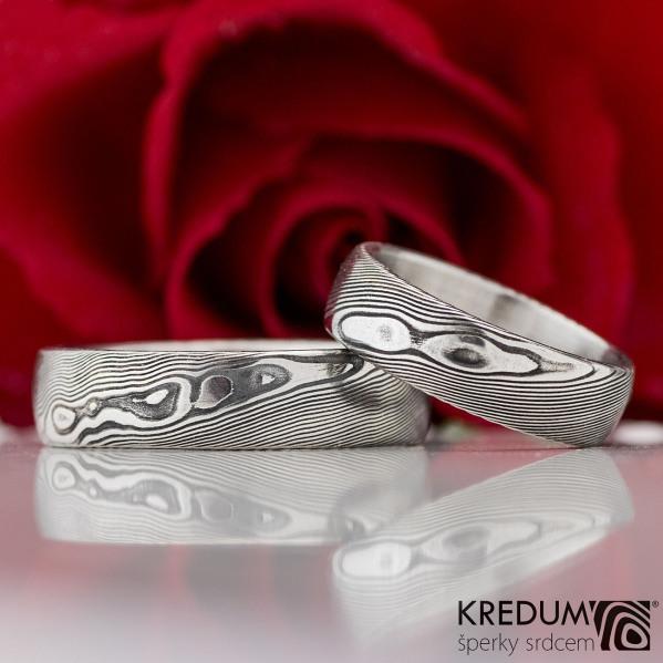 Prima - snubní prsten, struktura dřevo - lept 75% - zatmavený a přeleštěný