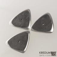 Trsátko ocel nerez kov - Trio - zadní (rubová) strana - může být vybroušená pro rytí