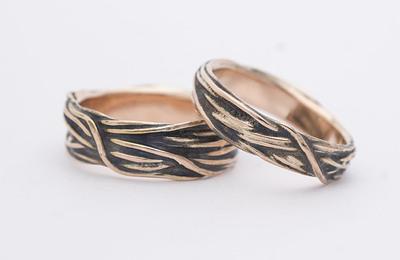 gordik-mokume-gold-red-patina-sirka-5-mm-a-7-mm-motane-snubni-prsteny-ze-zlata-k-2742