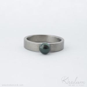 Prima titan, matný + perla černá, velikost 53, šířka 4 mm, tloušťka střední, profil C - k 5613